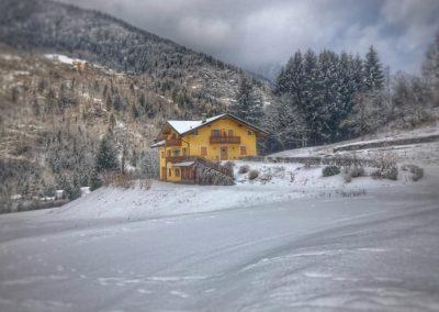baita-in-montagna-neve-sci-sciare-san-martino-castrozza-rid